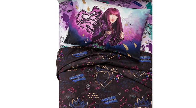 Update your daughter's room with this Disney Descendants 2 comforter set