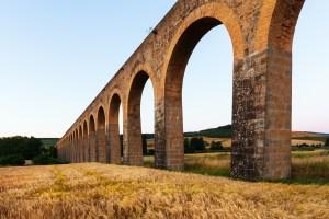 Quién inventó la limpieza. Foto de acueducto romano.