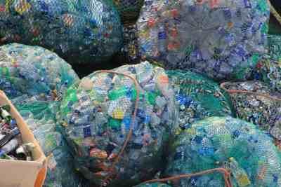 plastik-flaschen
