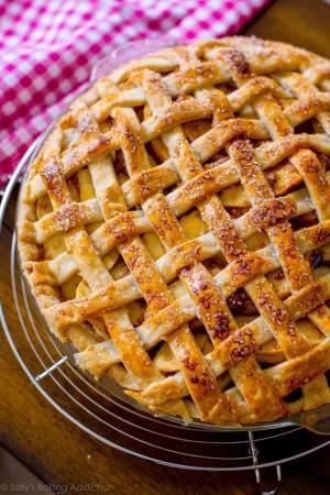 https://sallysbakingaddiction.com/2013/07/04/salted-caramel-apple-pie/