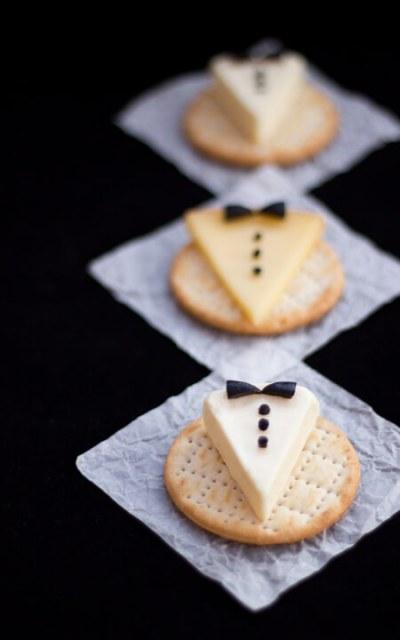 http://kitchenmason.com/2014/12/28/tuxedo-cheese-crackers/