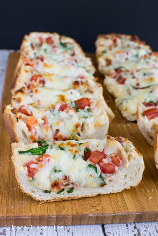 ThisBLT Chicken Alfredo French Bread Pizzais loaded with goodness and is kid approved.