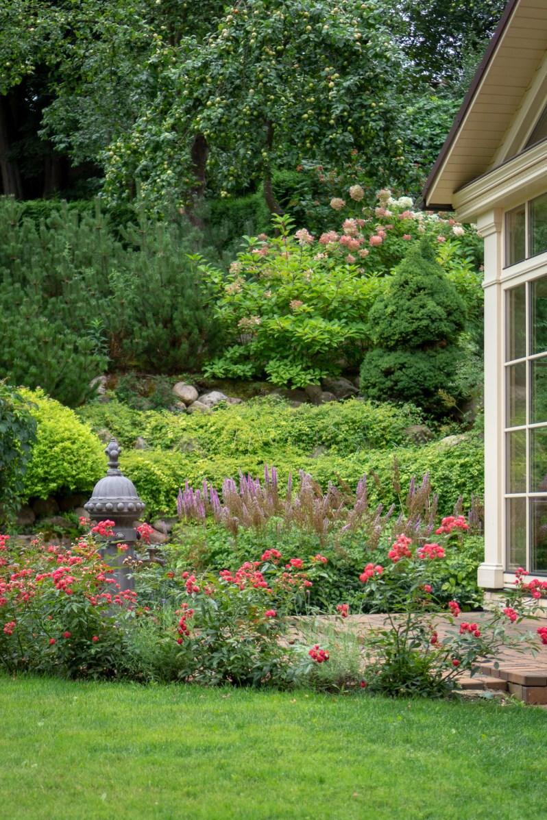 Countryside villa garden 4
