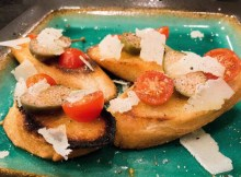 Cooking GORDON RAMSAY'S BRUSCHETTA with garlic, tomatoes, caper berries, pecorino (VIDEO)