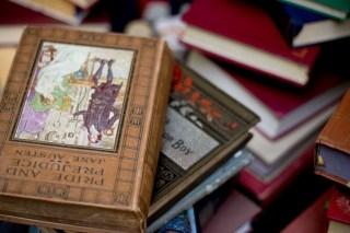 Kindle Paperwhite で無料の三国志を読み始めた