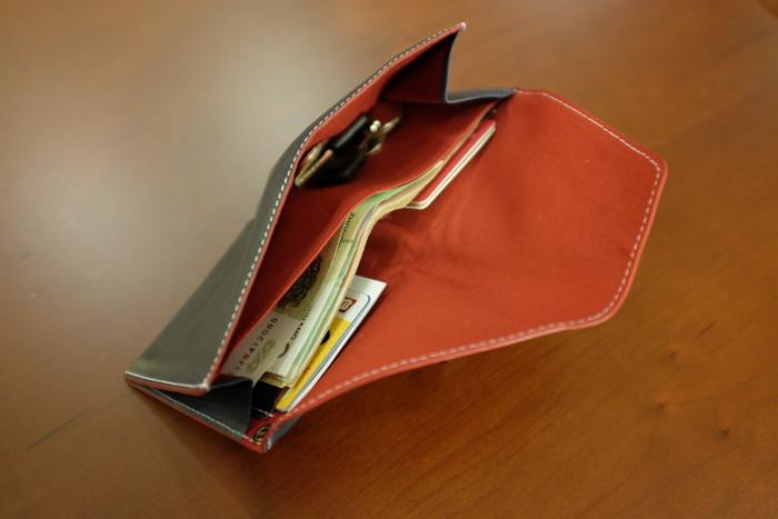 旅先で必要最低限を入れるのに秀逸な旅行財布