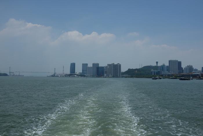 これもフェリーから乗船場に向かって撮った