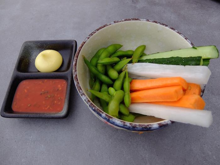 付け出しの枝豆と野菜スティック