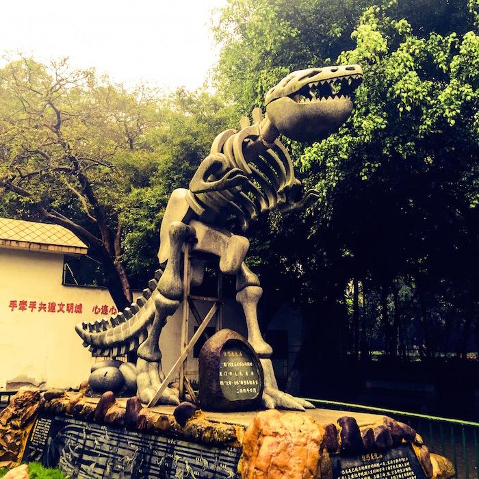 動物園前の恐竜