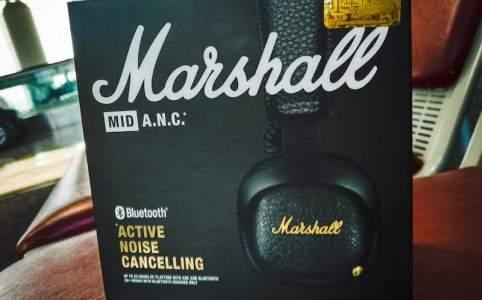 機内で快適な Marshall のノイズキャンセリングヘッドホン MID A.N.C