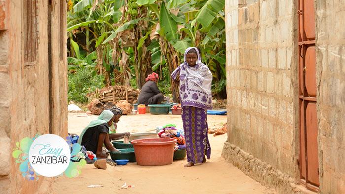 donne lavano i panni img