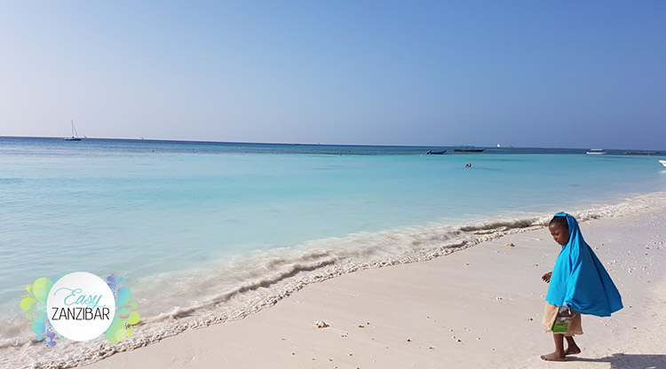 bambina spiaggia nungwi img
