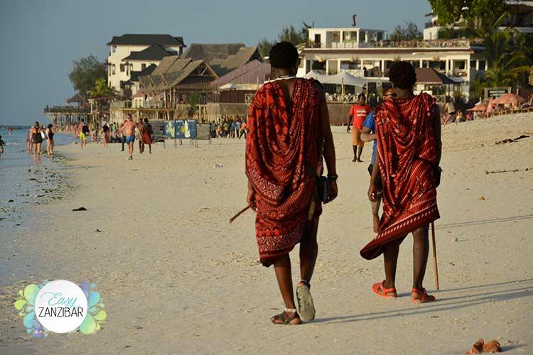 masai-in-spiaggia-a-nungwi-img