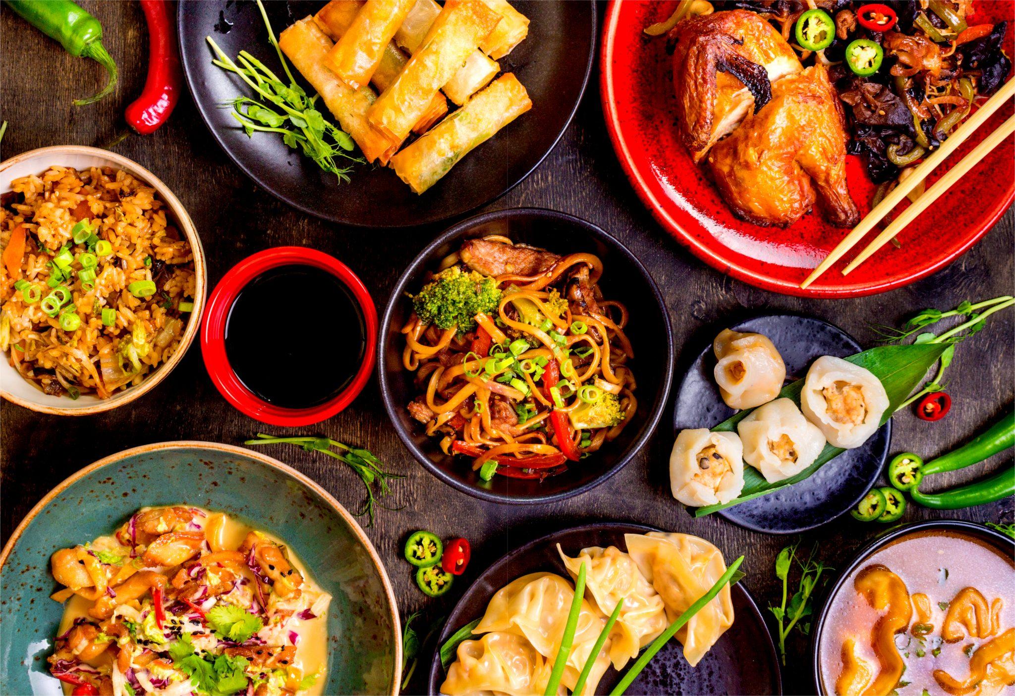 テーブルにたくさんある中華料理