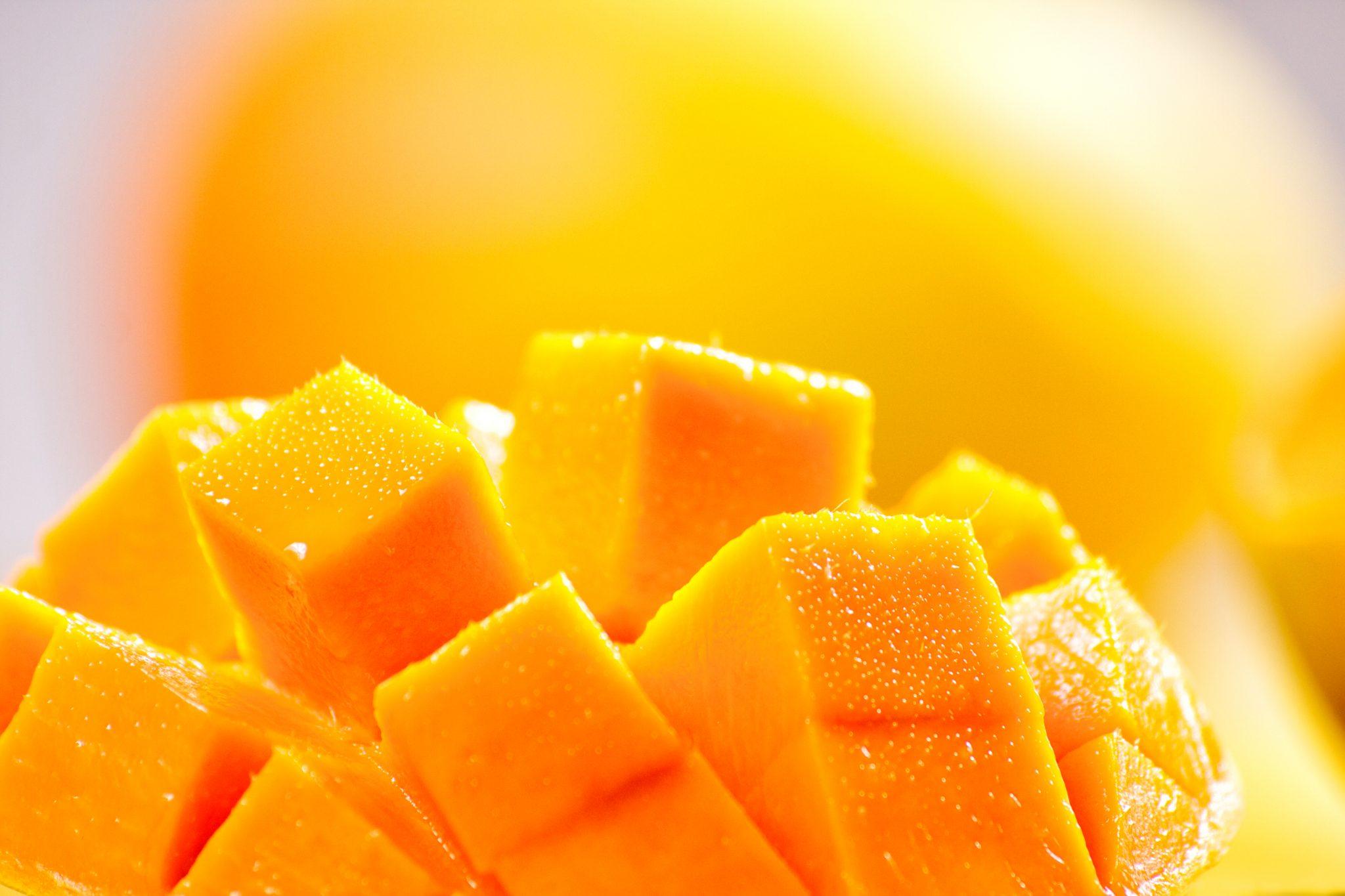 カットしたばかりの新鮮なマンゴー