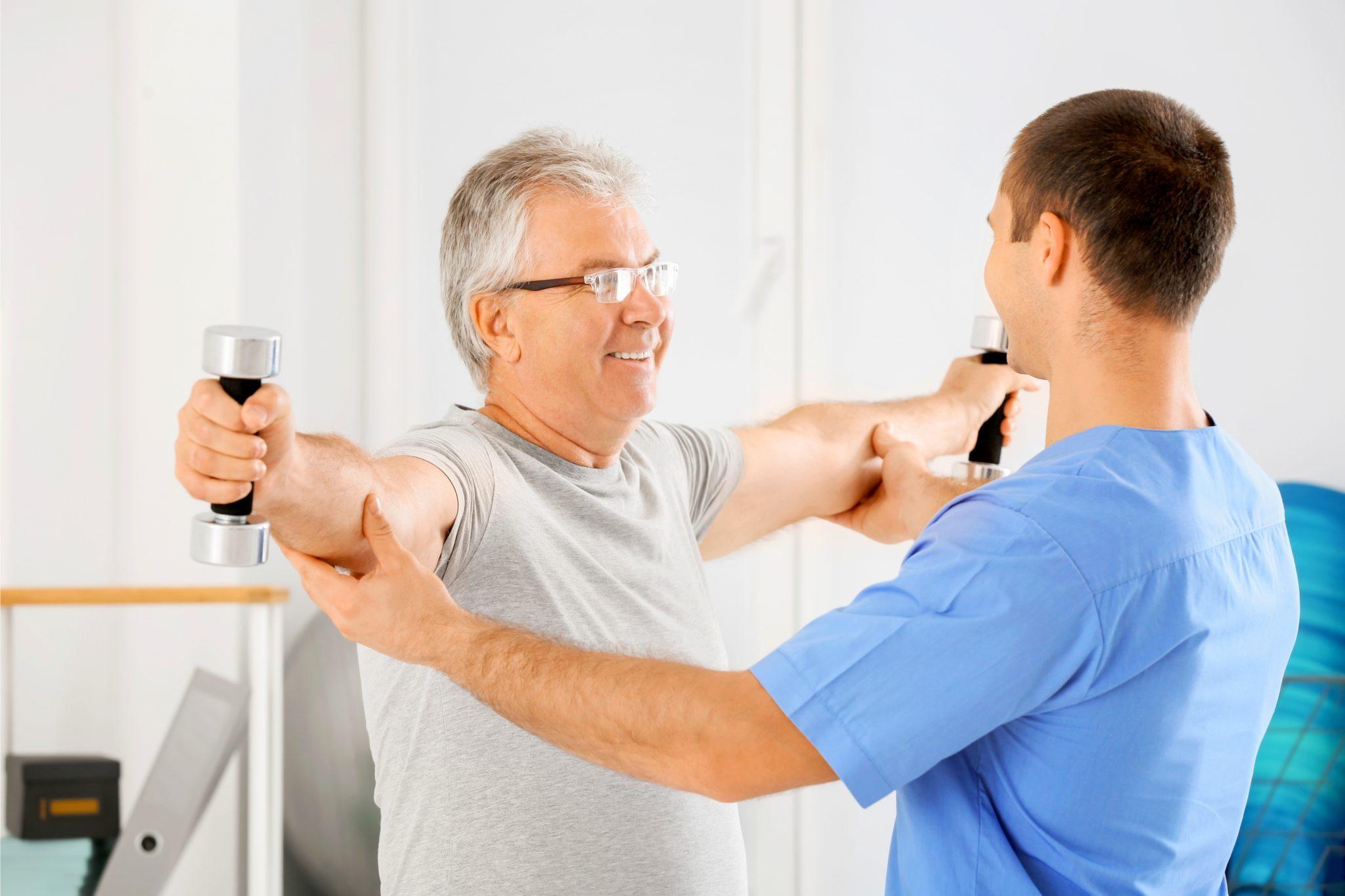 健康維持のために筋トレしているおじいちゃん