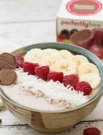 chocolate raspberry smoothie bowl