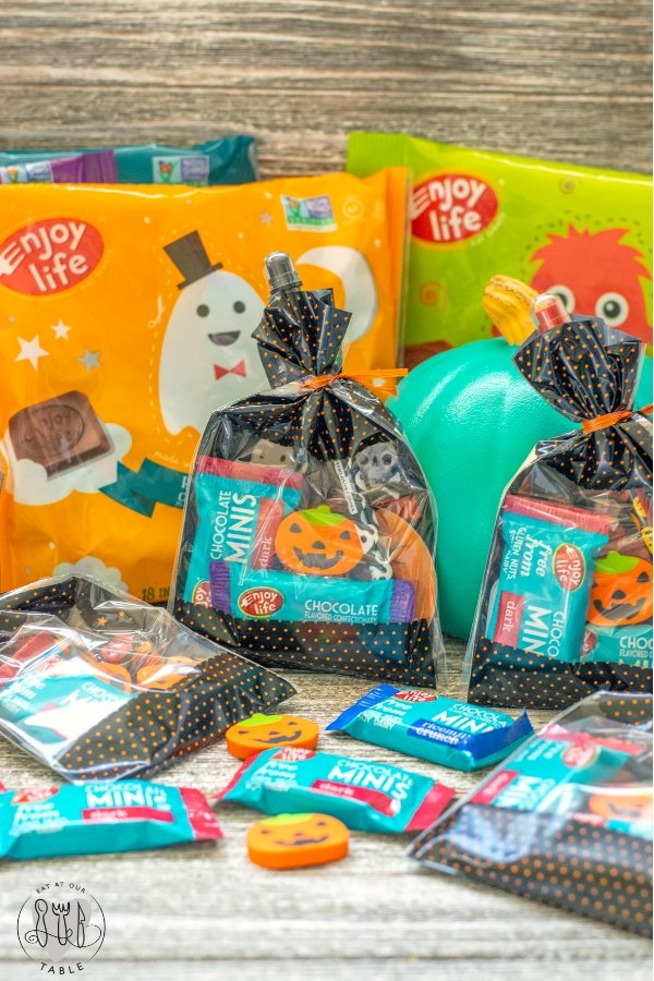 Allergy Friendly Halloween fun is easier than you think! From goodie bags to cupcake fun, everyone can be included! Tips and tricks for the perfect party!