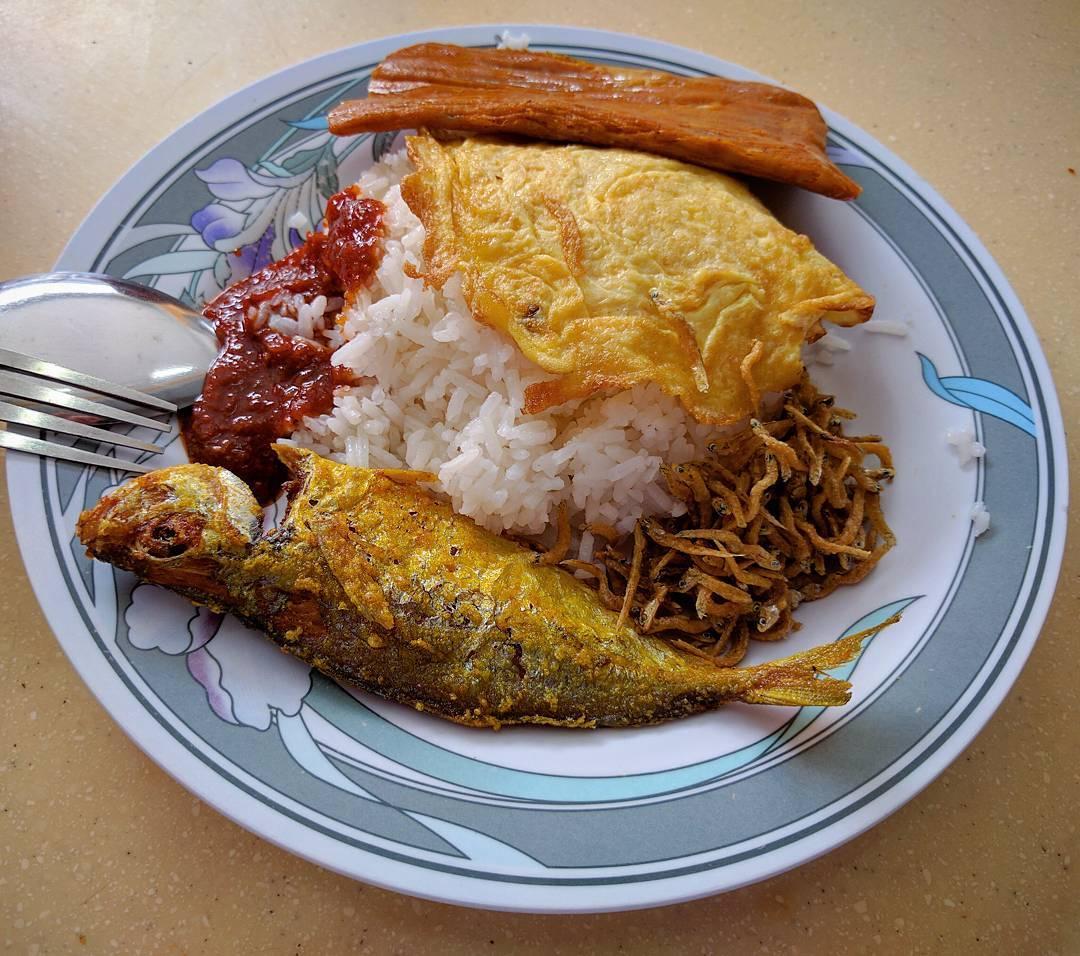 cheap-and-good-nasi-lemak-singapore-9