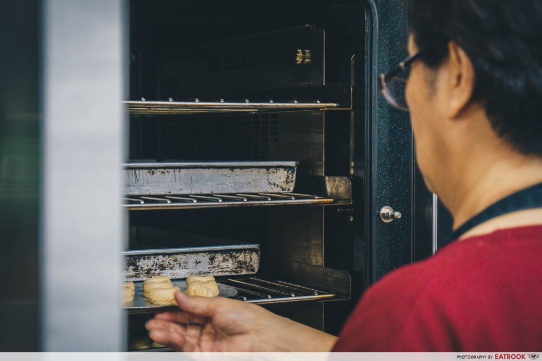 dona manis - baked goods