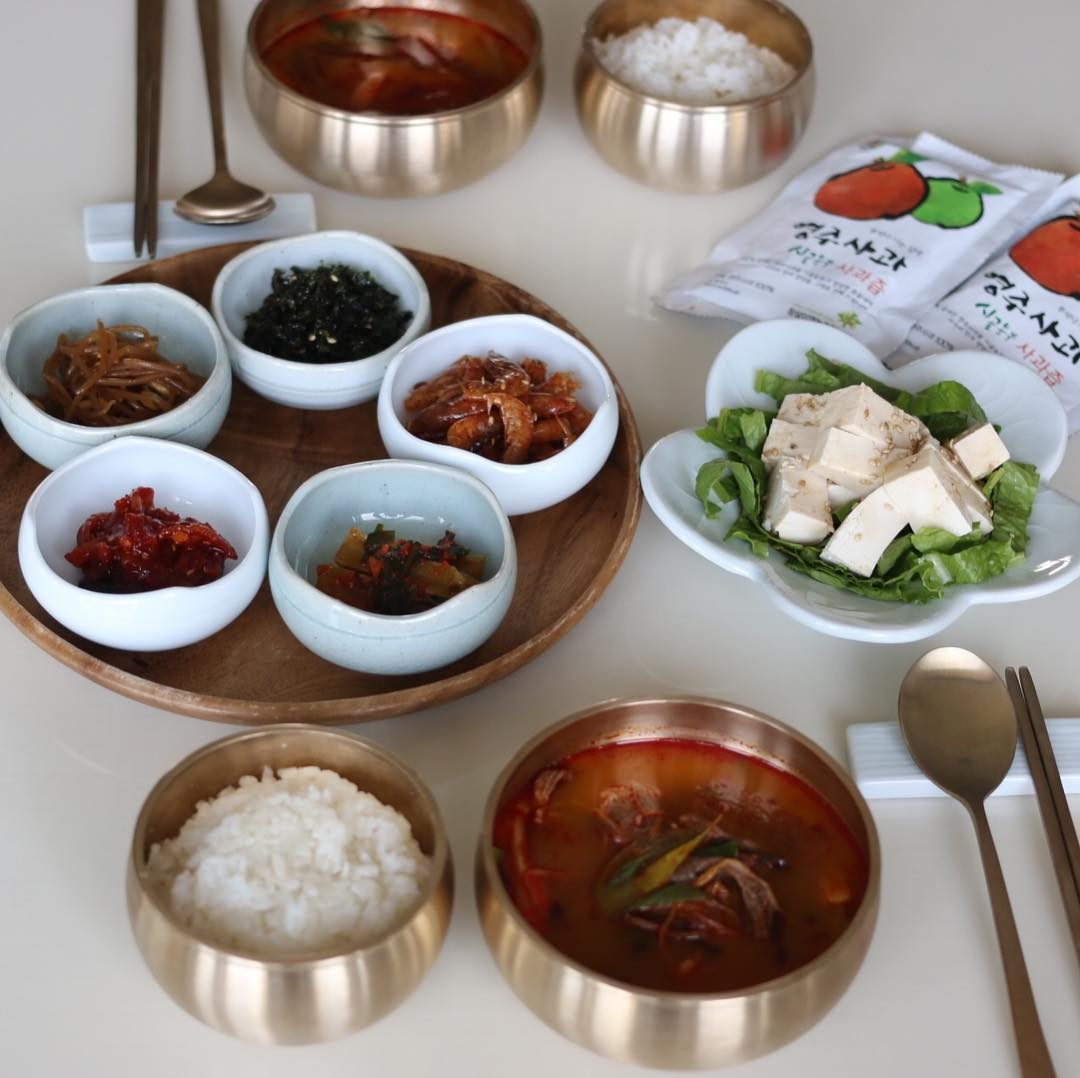 Korean dining practices - table setting