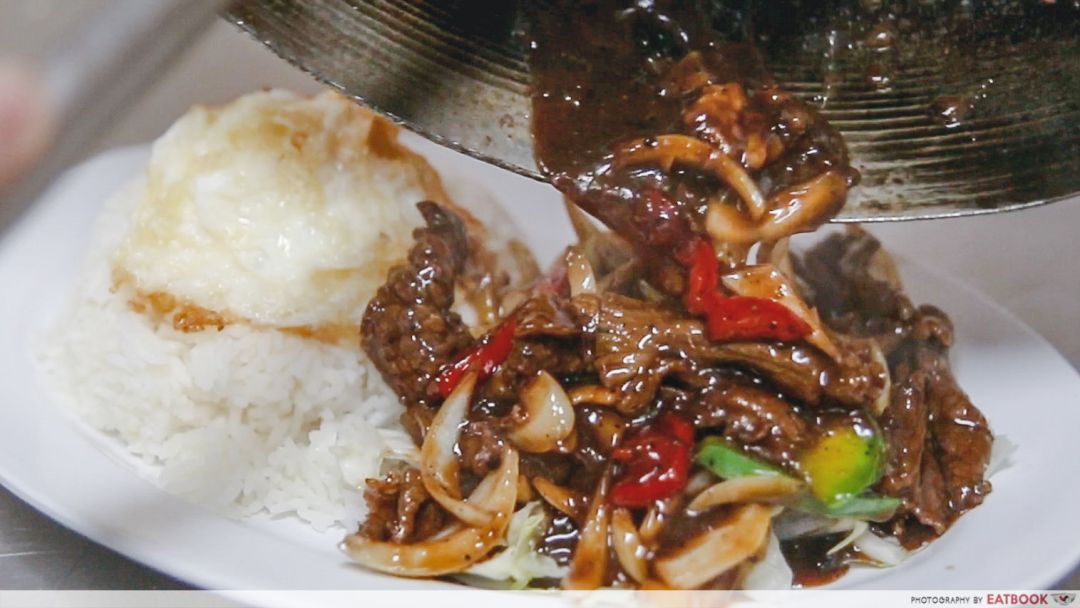 Ridhuan's Muslim Delights - Pouring black pepper beef