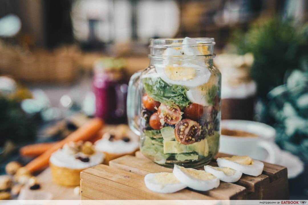low-carb breakfasts - avocado salad