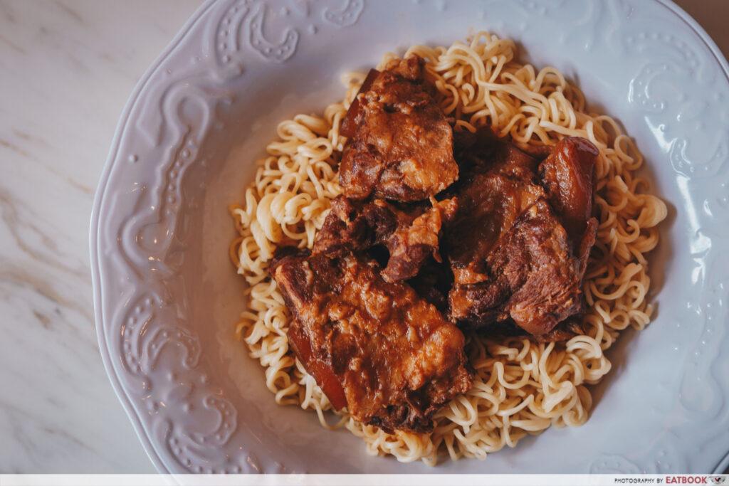 Tsui Wah- pork instant noodle