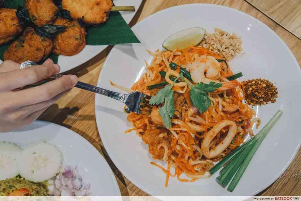 Free Dishes Maybank Siam Kitchen Pad Thai-min