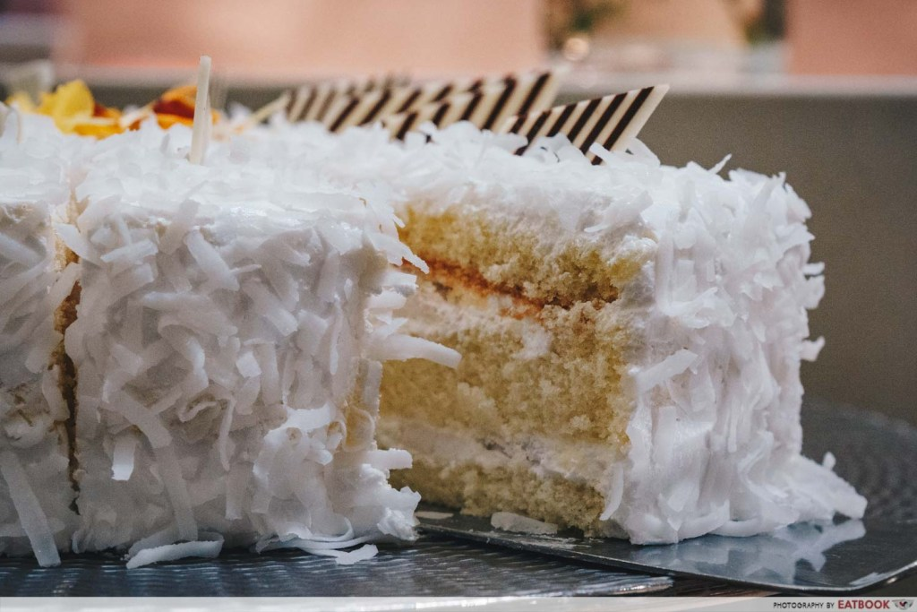 Crab buffet - coconut cake