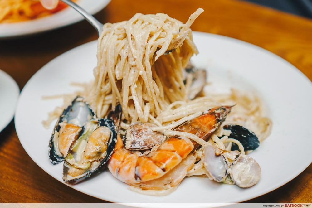 kava seafood cream pasta noodle pull