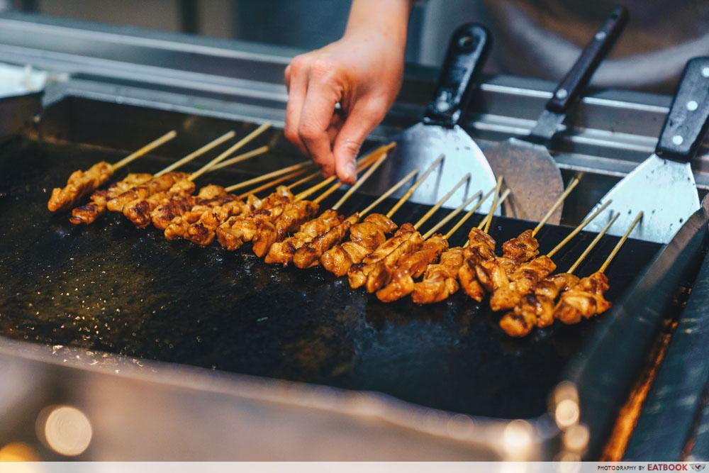 Grilling skewered meat