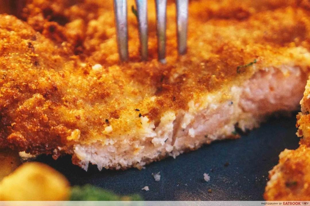 Steak & Bones - Fried Pork Cutlet Slicing