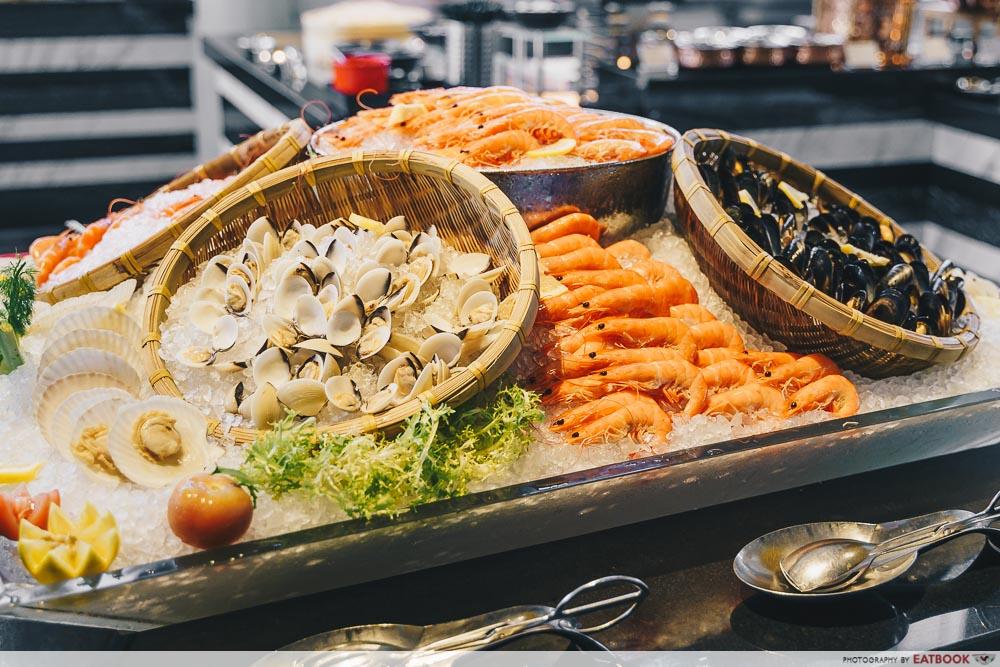 Holiday Inn Singapore Atrium Restaurant seafood on ice