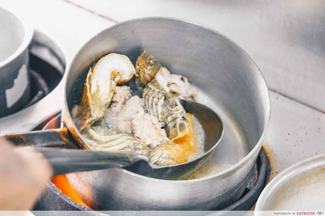 Jia Li Seafood Soup Cooking