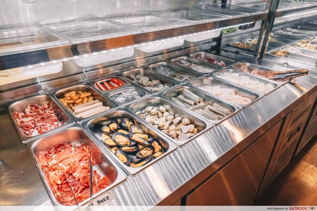 Yi Zi Wei - Buffet selection side view