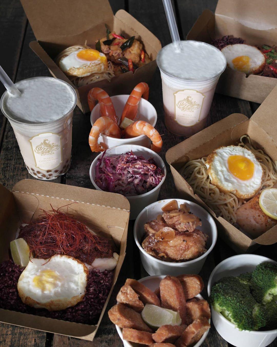Cafe delivery tea set