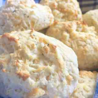 Cheese Biscuits {Like Red Lobsters}