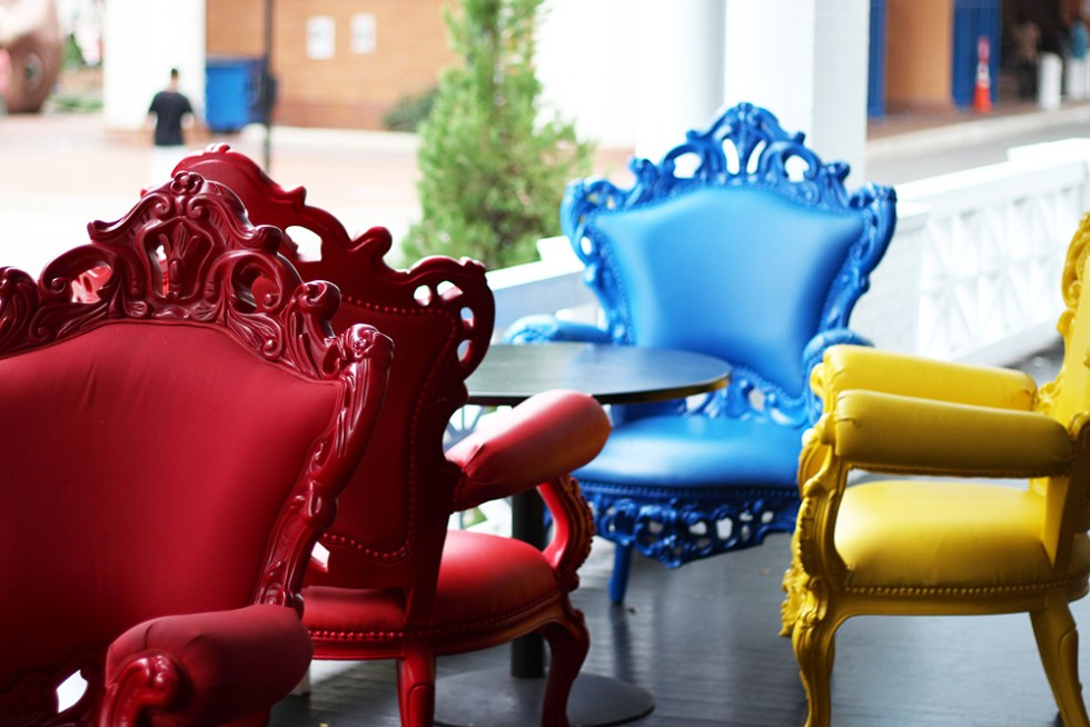 chairs-on-the-patio-at-sweet-petes-in-jacksonville-onlyinjax