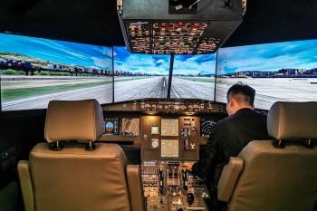 Pilot in cafe 桃園咖啡推薦-開空中巴士模擬機體驗飛行樂趣,仿機艙裝潢超好拍!附餐廳菜單價錢、停車交通2020