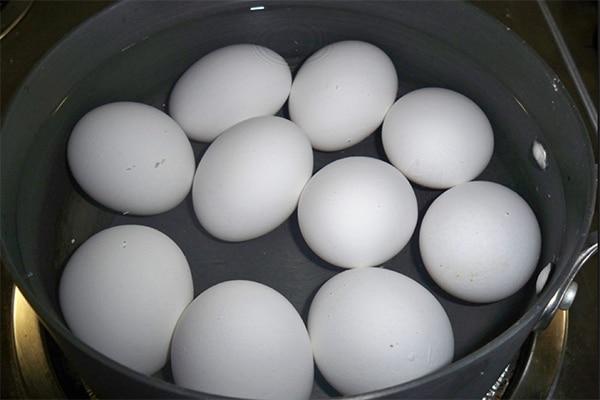 eggs-in-pot-600x400