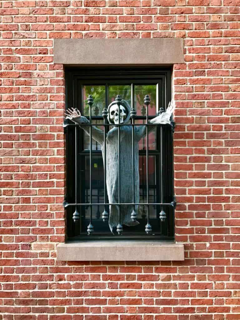 Костюмированный праздник Хэллоуин West Village New York Eat-fly-dress by Yuliah Vine