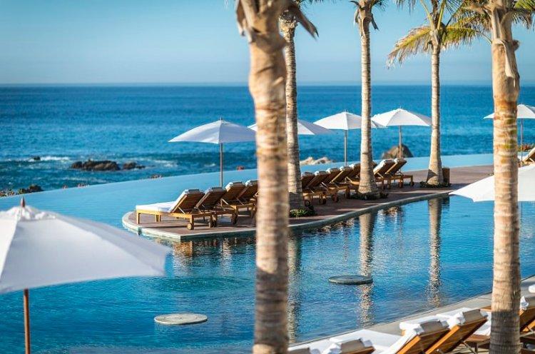 Grand Velas: pool and sea