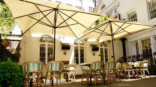 Boulestin: courtyard
