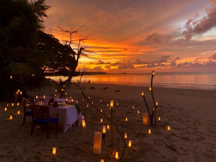 The Sarojin: dinner on the beach