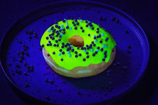Glonuts: the donuts that glow in the dark have already become a mania