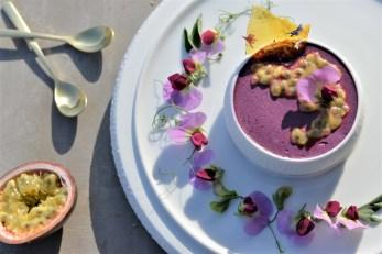 Heidelbeer-Mousse mit Passionsfrucht