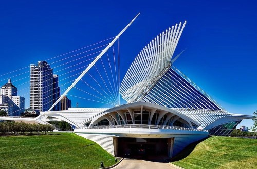 Anthony Bourdain in Milwaukee Hero