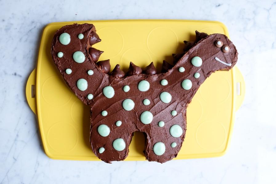 dinosaur cake betty crocker on tupperware cake carrier