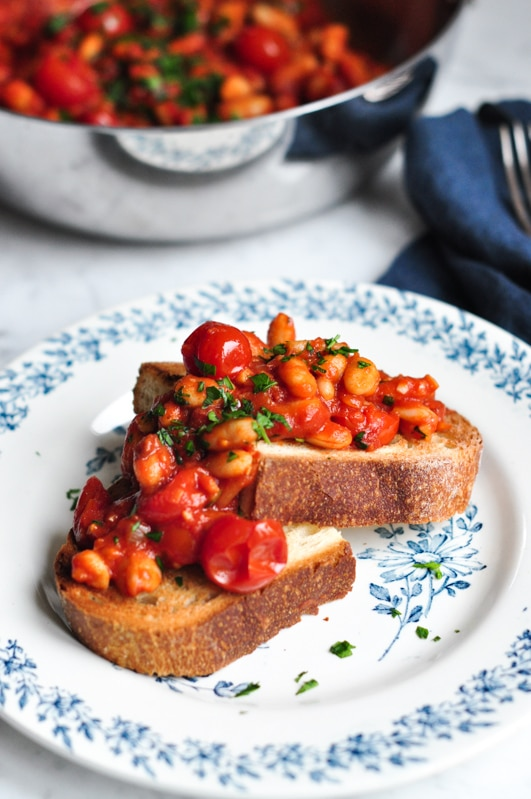 spicy baked beans on plate